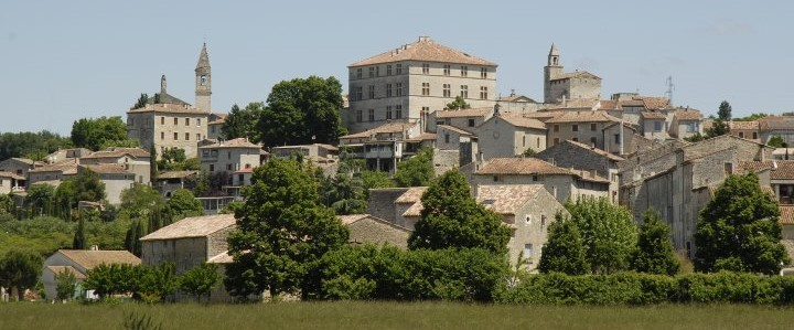 Image de l'horizon de la ville de Barjac
